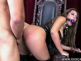 Duteous bitch in corset Capri Cavalli gets her mouth and pussy fucked