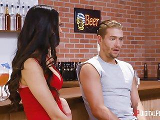 Latina pornstar Eliza Ibarra fucked by a outsider in inquire into