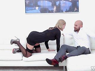 Soaking cum on face ending for charming blonde model Elen Million
