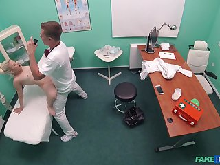 Impressionable doll Anna Rey dicked at the doctor's office